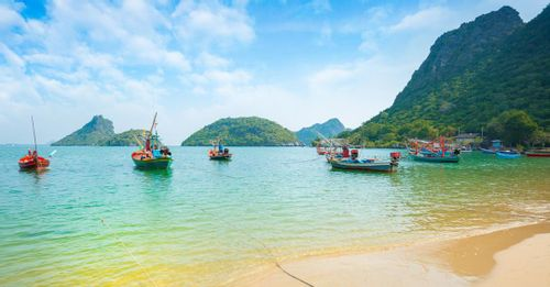 Relax on famous Thailand beaches for picturesque scenery