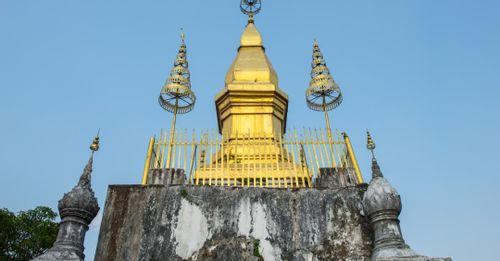 Ascend to the Wat Chom Si perched atop Phousi Hill