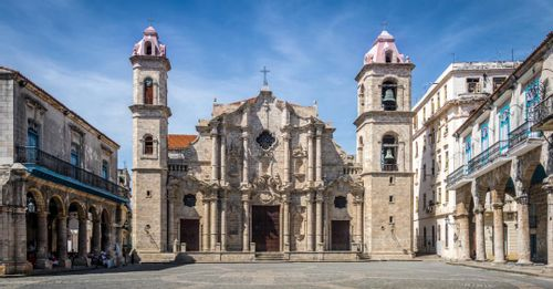 Walk around Plaza de la Catedral