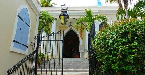 Explore the St. Thomas Synagogue