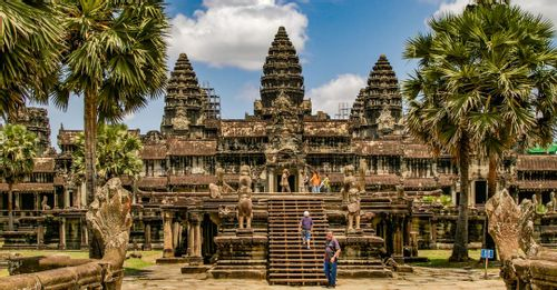 Walk around Angkor Wat