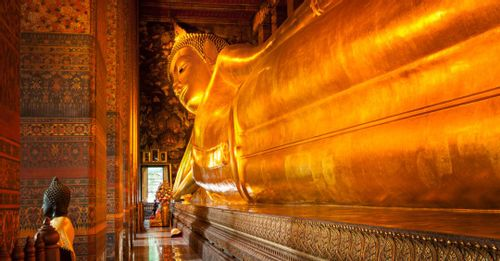 Read Thai inscriptions on the feet of the Reclining Buddha