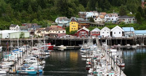 6. Cruise Ketchikan Fishing town, Glacier Bay and see the mountains in Alaska Luxury Cruisetour