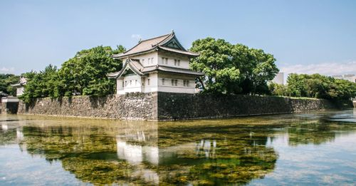 Enter the gates of the Tokyo Imperial Palace on the New Year