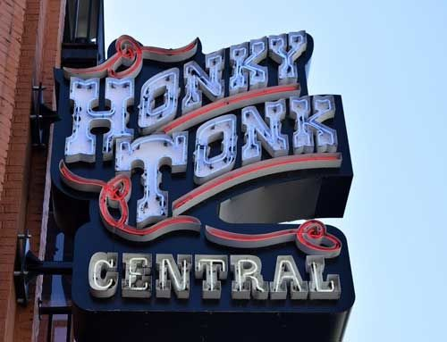 Listen to Honky-tonk Music in Nashville